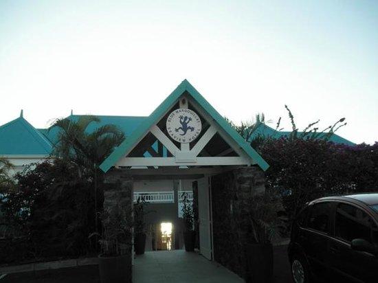 Blue Margouillat Seaview Hotel : Entrée de l'hotel