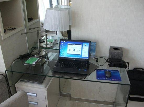 Pearl Harbour Hotel : working desk