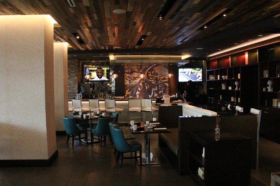 Hotel Indigo New Orleans Garden District: Restaurant/bar in lobby