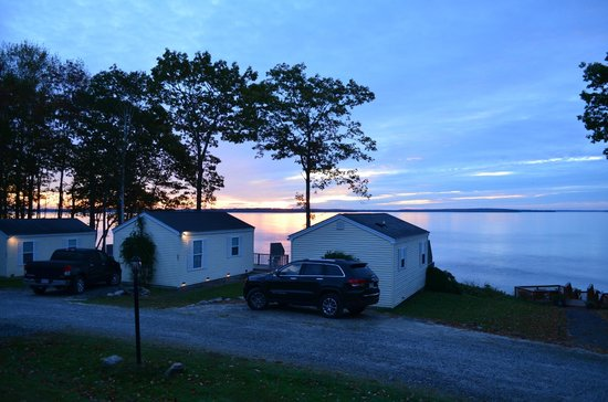 Glenmoor by the Sea : Sunrise view from cottage deck