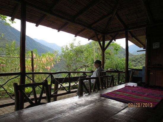San Jorge de Tandayapa Hummingbird Sanctuary & Lodge: Watching the birds at San Jorge de Tandayapa