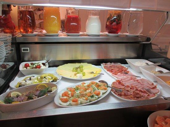 Suite Hotel 900 m zur Oper : Breakfast table