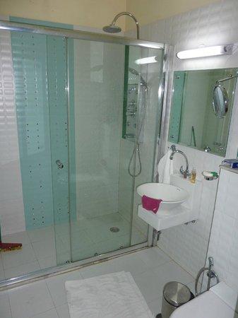 Ray of Maya Hotel : The bathroom