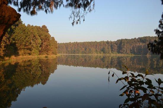 Luwawa Forest Lodge: The beautiful reservoir at Luwawa