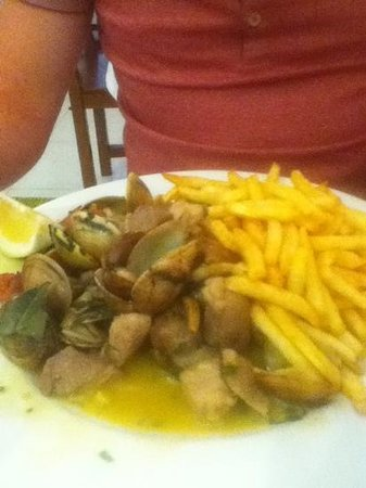 Dom Pipas: Delicious pork with clams