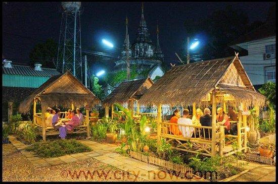 Magical Garden Cafe: Magical Evening