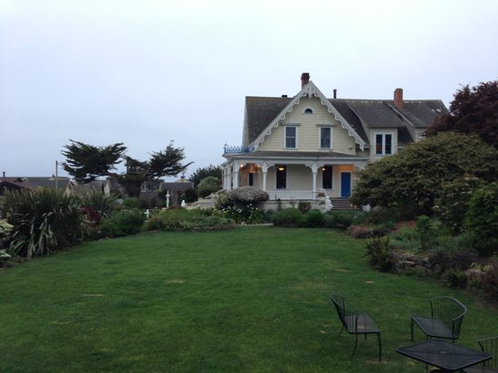 MacCallum House Inn: View of the house