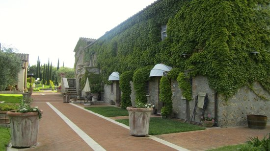 Agriturismo La Sovana : exterior of our building