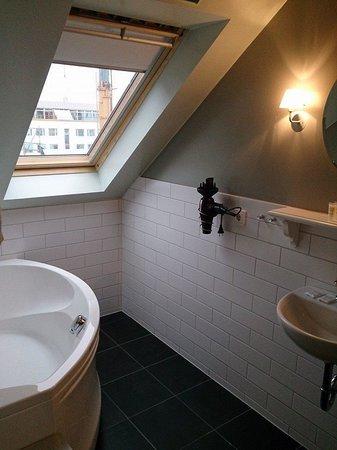 Reykjavik Residence Hotel: big tub!