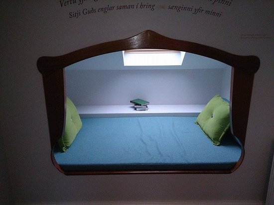 Reykjavik Residence Hotel: A day bed set into the wall!!!