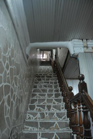 White House Hotel: Staircase to the top