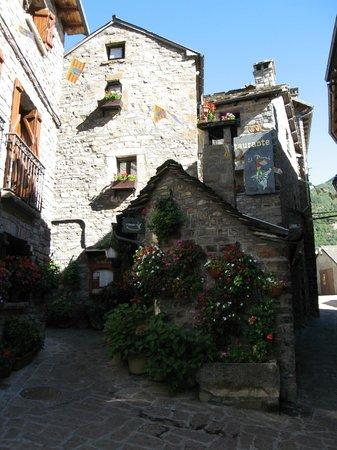 El Duende: sitio precioso en la calle de la iglesia de Torla