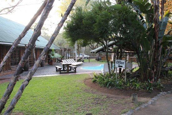 Ezulwini Game Lodge : Haupthaus mit Pool