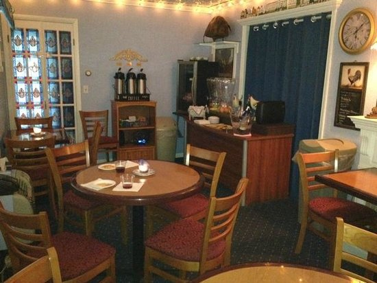 American Boutique Inn - Lakeview : wine and breakfast room