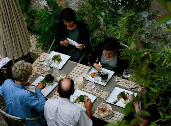 Foto de au petit jardin uzes baba au rhum tripadvisor for Au petit jardin proven