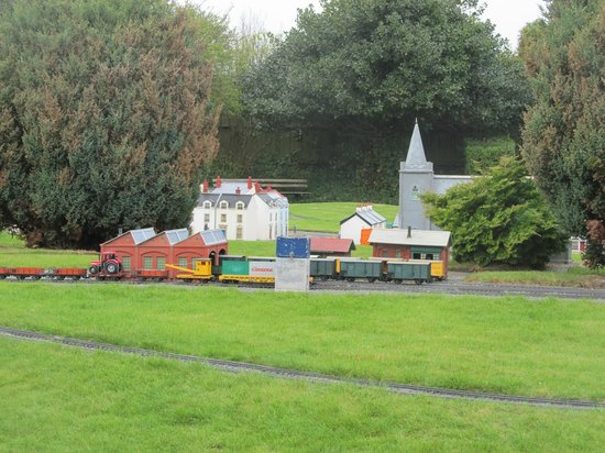 Church and other buildings - Picture of Model Railway