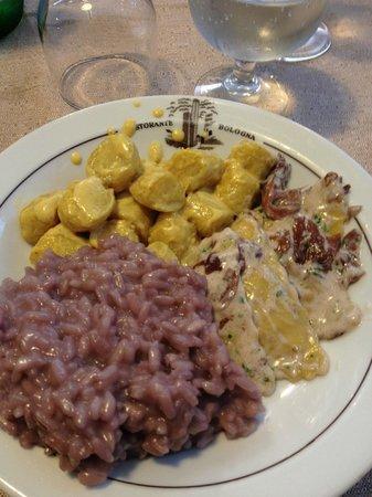 Albergo Ristorante Bologna: risotto con scamorza, gnocchi con zafferano e ravioli con radicchio