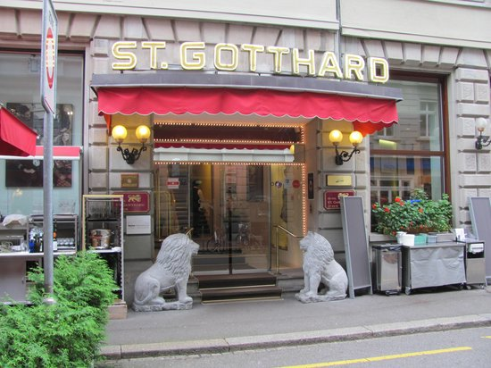 Hotel St. Gotthard: The Hotel Front Door