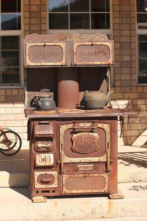 Bullberry Inn B&B: Great old iron stove
