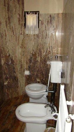Villa Poggiano: sub-terranean toilet room