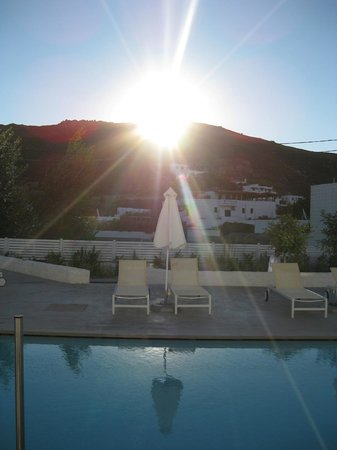 Patmos Aktis Suites & Spa: Sun going down at poolside