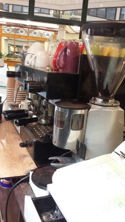 Lords Cafe: Coffee machine