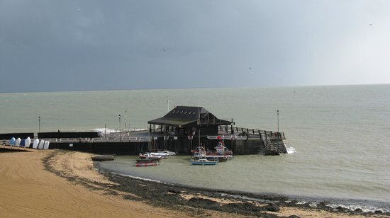 Royal Albion Hotel: Broadstairs harbour