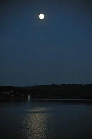 Hotel Du Golf De L'Ailette : Moonlight