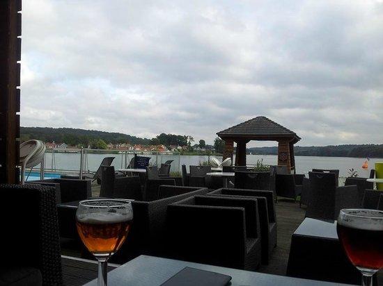 Hôtel du Golf de l'Ailette : Vue depuis la terrasse du bar
