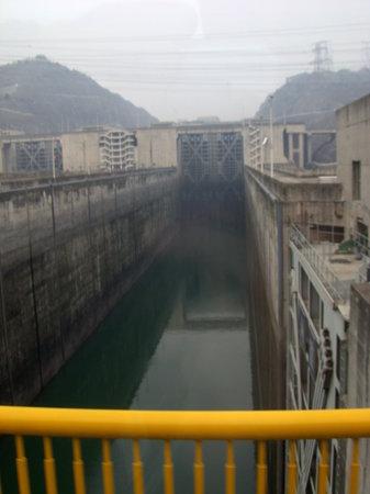 Three Gorges Dam Project : Tiefe Tröge
