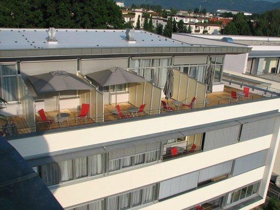 AllYouNeed Hotel Klagenfurt: Blick vom Frühstücksraum auf die Zimmer