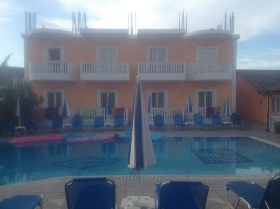 Daphne Apartments: Pool