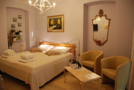 sotto il faro b b trieste italie voir les tarifs et avis chambres d 39 h tes tripadvisor. Black Bedroom Furniture Sets. Home Design Ideas