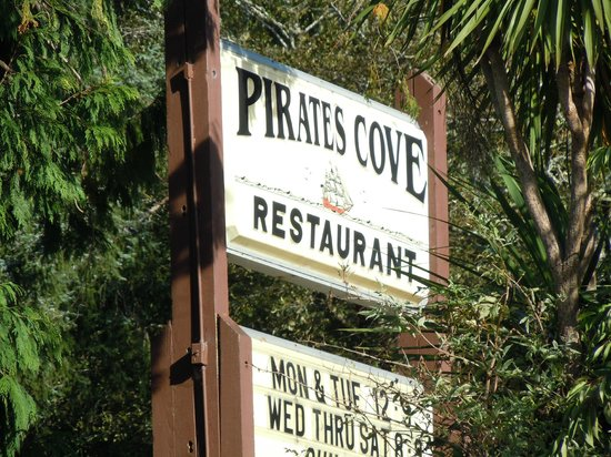 Pirate's Cove Restaurant: Sign