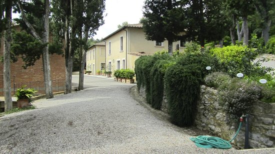 Villa Poggiano: walking toward the breakfast room