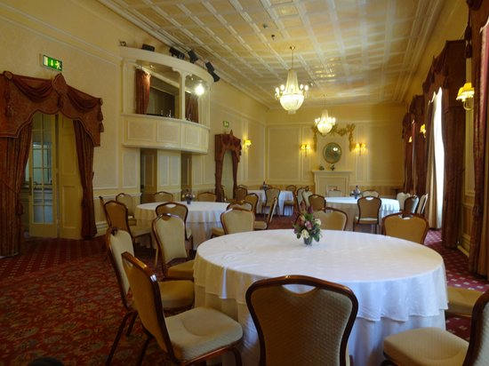 The George Hotel: One of the classic 18th century ball rooms / wedding/function suites