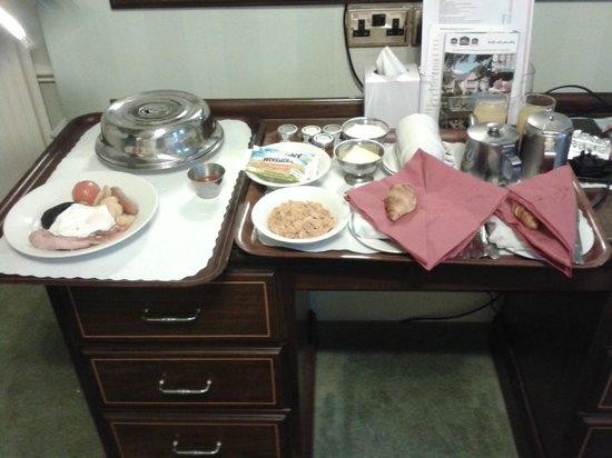 BEST WESTERN Willerby Manor Hotel: Room service breakfast