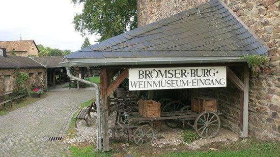 Rheingau Wine Museum Broemserburg Castle : The entrance of the Wine Museum Brömserburg Castle