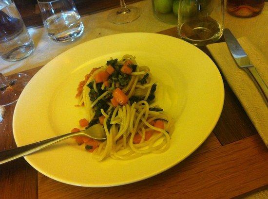 Osteria 1126: Spaghetti fatti in casa con zucca e cavolo nero.