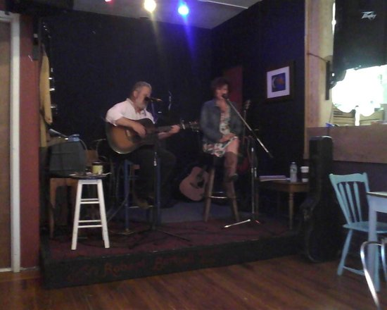 Higher Grounds: Supportive of Local Artists... LIVE music!!