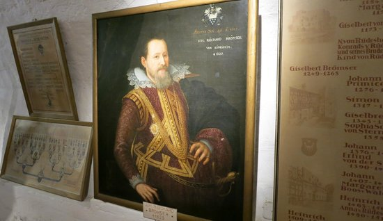 Rheingau Wine Museum Broemserburg Castle : A paining of a historical famous man from hundreds of years ago - Mr. Brömser