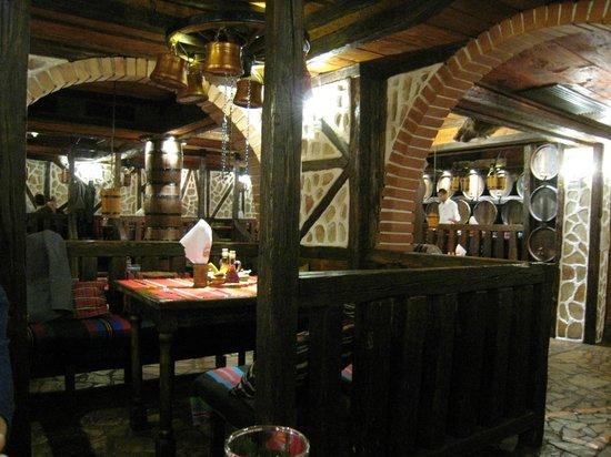 Thracia Hotel : local restaurant for Bulgarian food