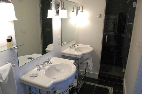 Parsons Post House Inn: Penthouse bathroom