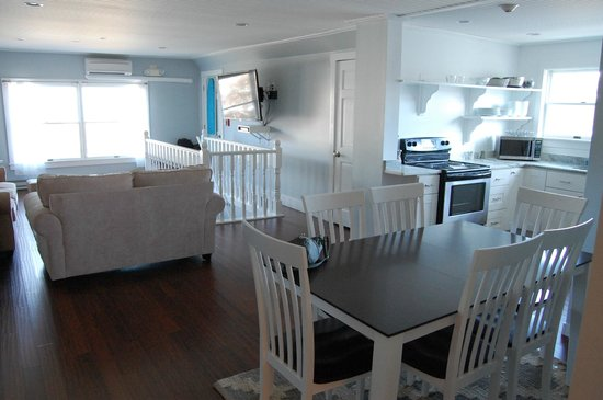 Parsons Post House Inn: Penthouse dining area and fully equipped kitchen