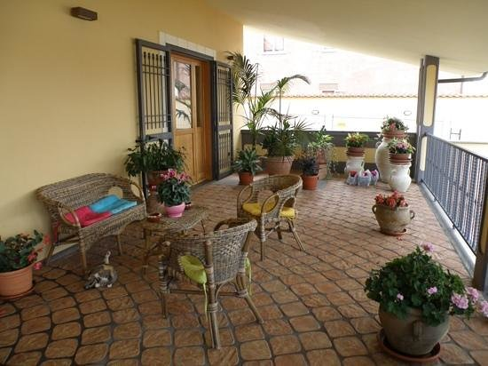 Villa Rosita: front porch