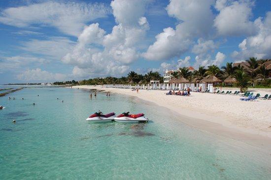 El Dorado Royale, by Karisma: Resort beach