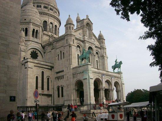 Timhotel Paris XVII Bd Berthier : a must sacre coure bascillica montmartre