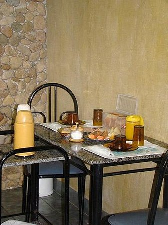 Pousada Itupava: Café da manhã servido no chalé Tangará