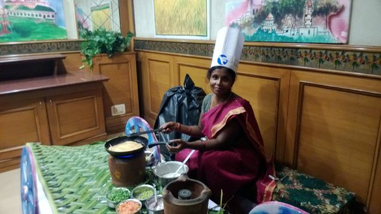 Fortune Kences Hotel: Chef Revati