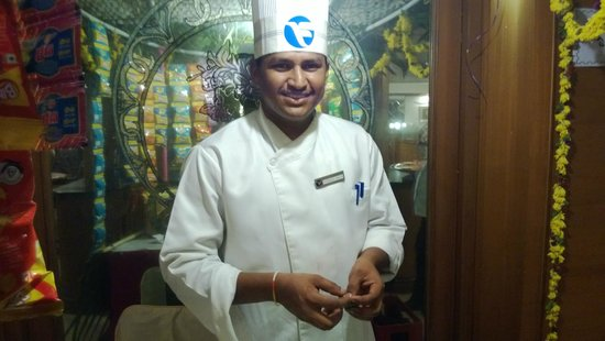 Fortune Kences Hotel: Chef Naik